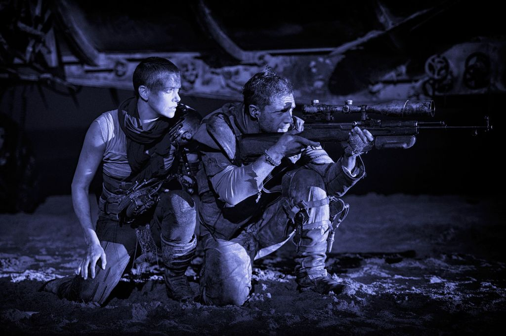 Фото с Томом Харди и Шарлиз Терон из фильма Безумный Макс: Дорога Ярости