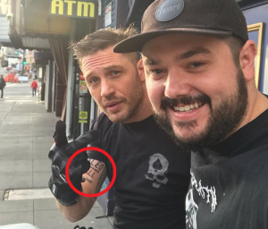 "Татуировка Тома Харди ""Лео знает все"""
