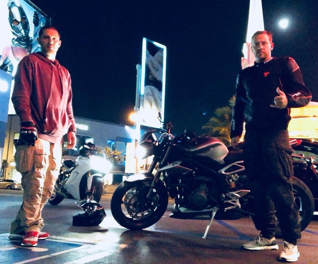 Том Харди и мотоцикл